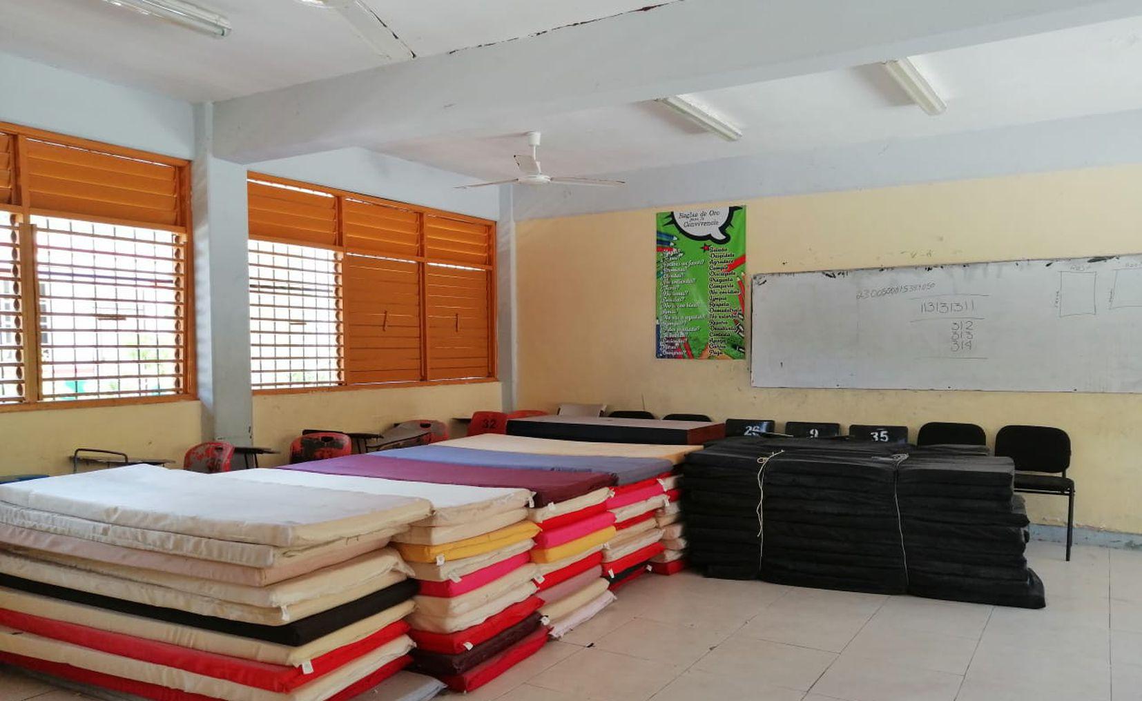 Alistan 25 escuelas como refugios en Cancún